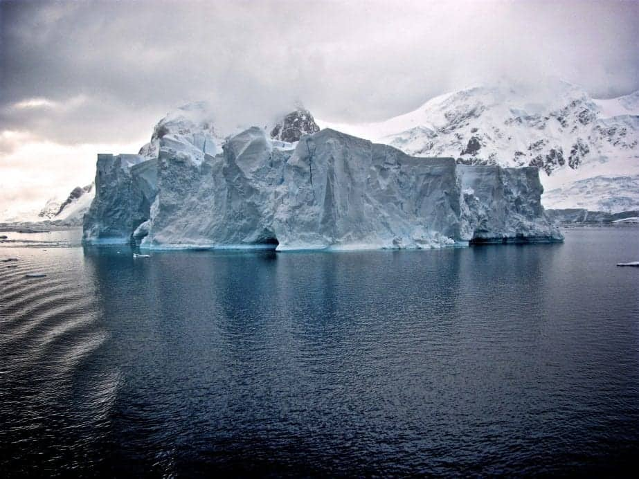 نتيجة بحث الصور عن ‪An Underground Lake   strange things found frozen in Ice Antarctica‬‏