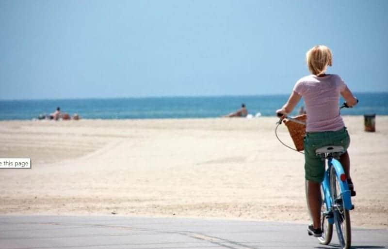 5 Reasons You Need a Beach Cruiser This Summer
